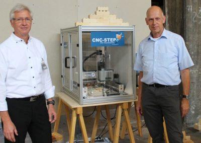 Bausteine aus Holz - Vorführung einer CNC Fräse